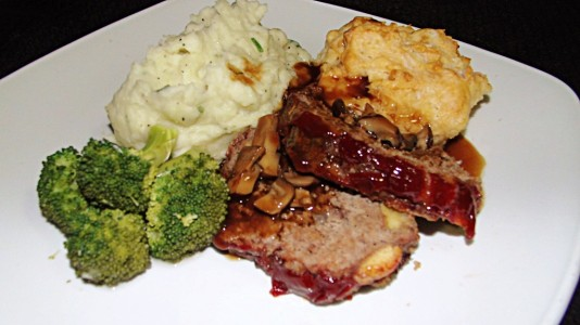 Meatloaf-Mashed-Potato-Brocoli-Mushroom-Gravy